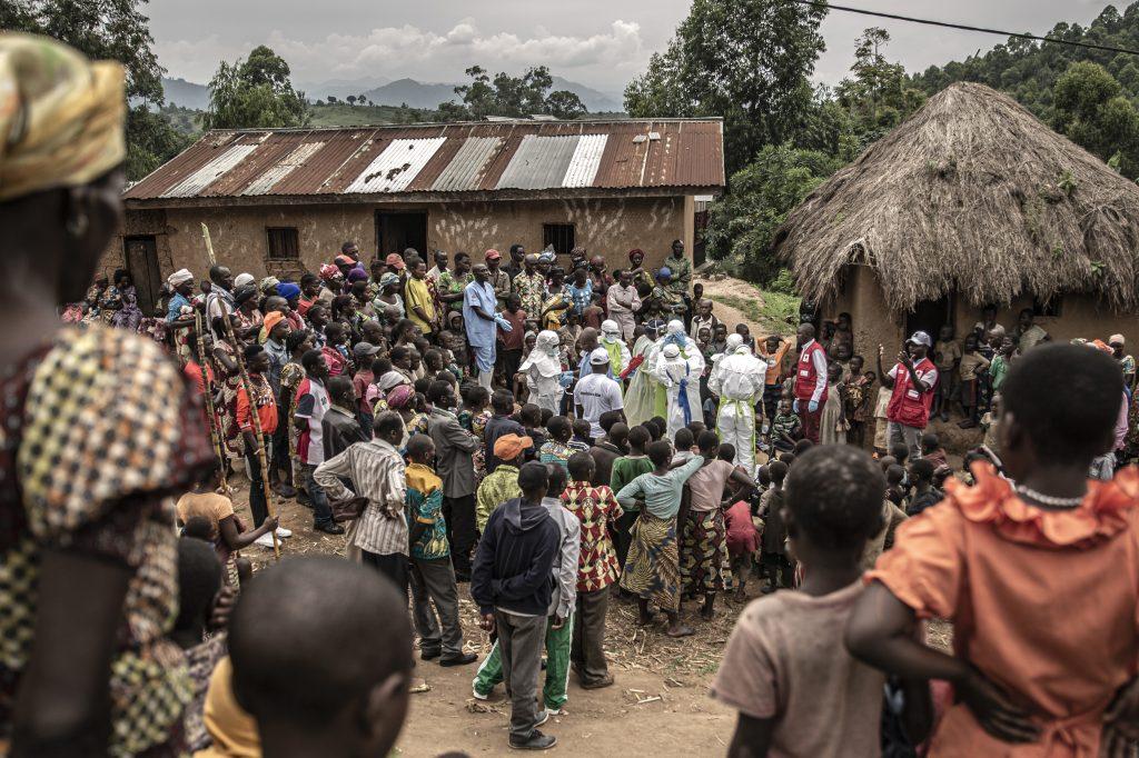 Croce Rossa in un villaggio