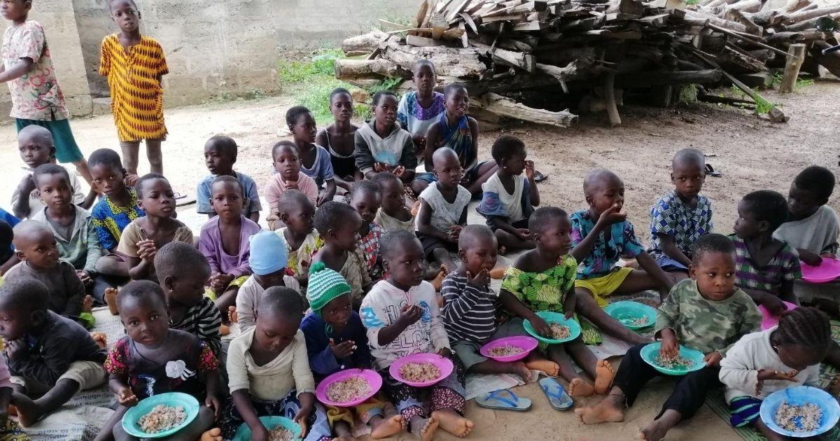 Bambini pesati e nutriti a Sokponta
